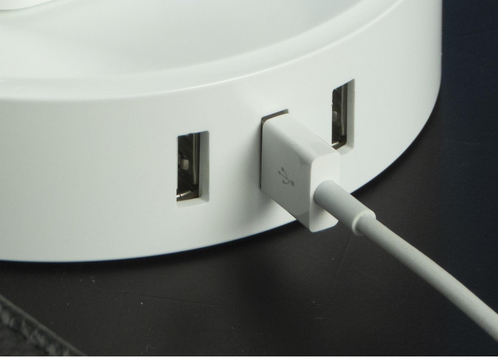 Tích hợp 3 cổng USB 5V/2.4A